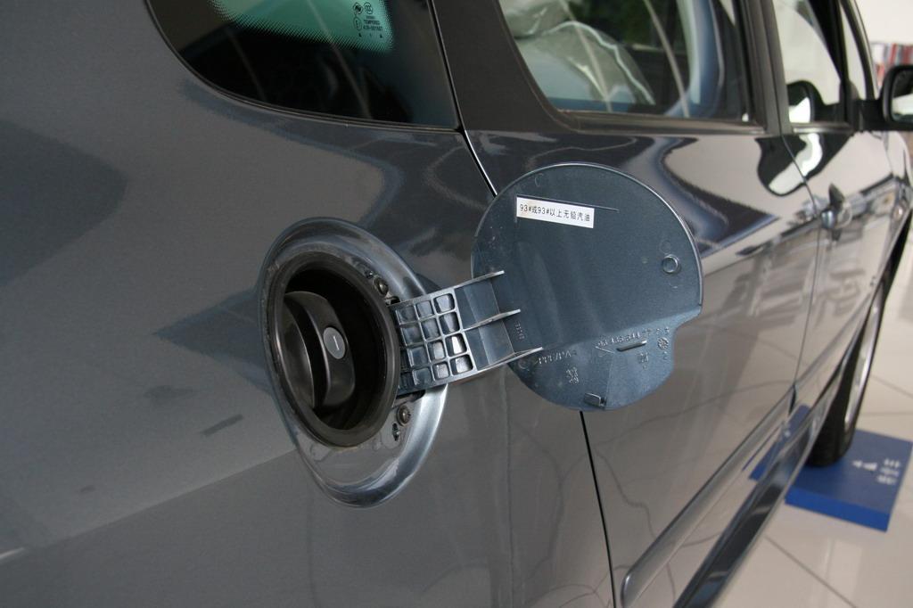神龙汽车标致307油箱盖高清图片