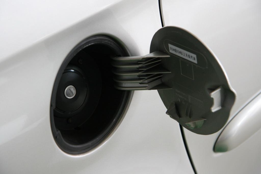 神龙汽车新毕加索油箱盖高清图片