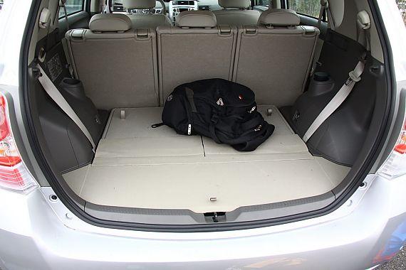 2011款丰田逸致座椅空间