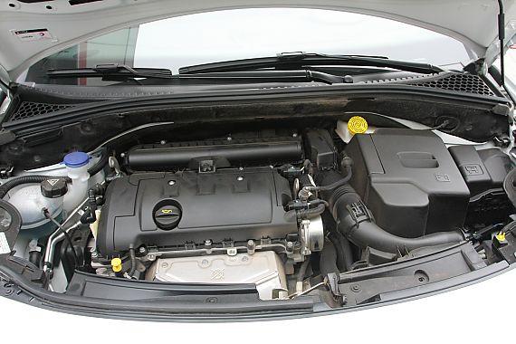 发动机、底盘及后备箱