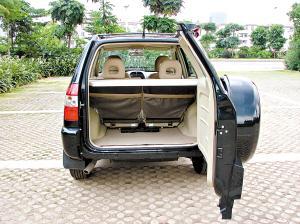 后排坐椅的座垫和靠背均前后可调,并可以折叠腾出更大的空间。