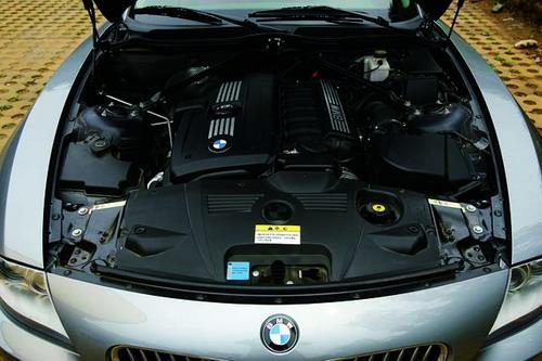 Z4长得有些不成比例的车头里装的就是这台直列6缸发动机,它的升功率在自然吸气发动机中名列前茅。