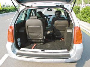 307SW五个坐椅可以按照个人意愿,分前后两排安放。
