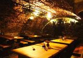克鲁姆洛夫最出名的洞穴餐厅