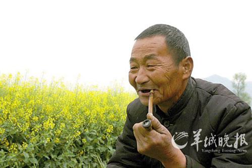 安康胡大爷说,油菜花让这里像花园。