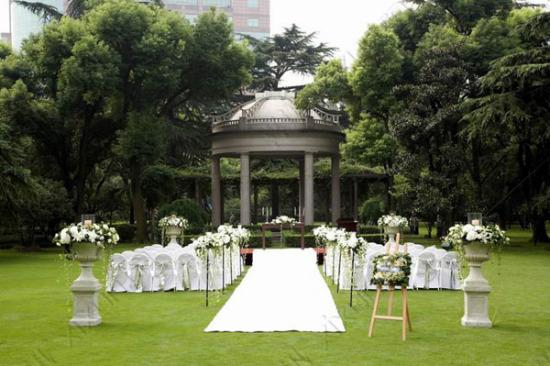 花园饭店的婚礼草坪
