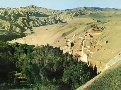 莫高窟建在了鸣沙山东麓一座崖壁上