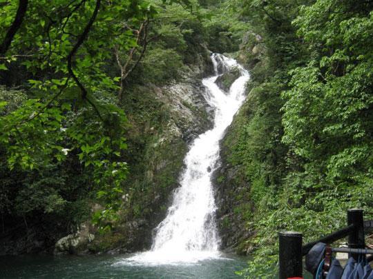 山上瀑布(图:江风烈兮浪飞扬)