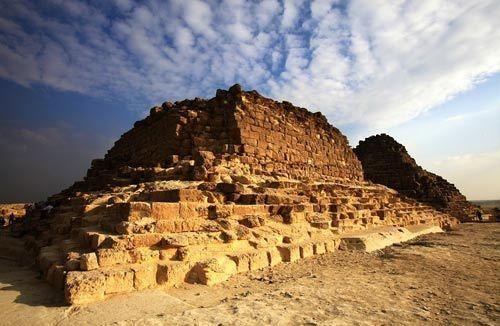 金字塔是古埃及文明的代表作