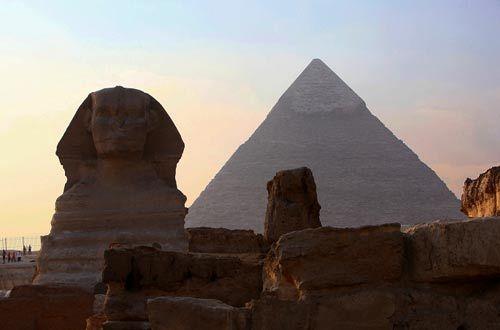 法老的木乃伊转移到金字塔内部后