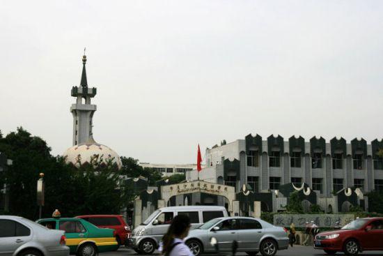 随手拍下银川街头充满伊斯兰风格一景。