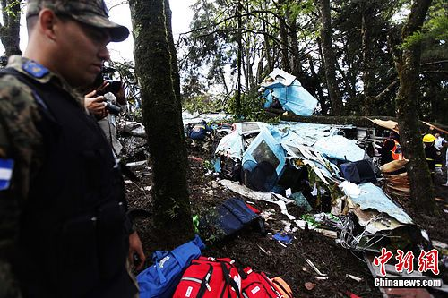 一架小型客机在洪都拉斯首都特古西加尔巴西北约30公里处坠毁
