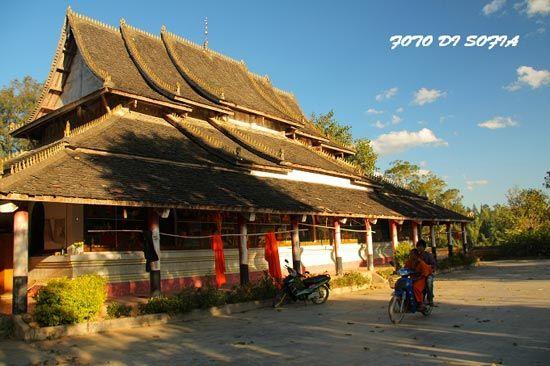 寺庙周围的房子