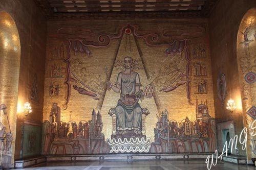 壁画中海拉伦女神端坐中央