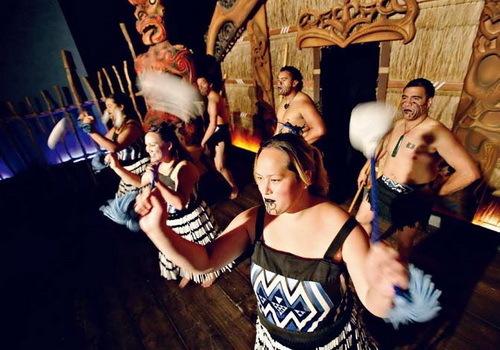 在皇后镇Skyline餐厅可以欣赏到原汁原味的毛利人表演