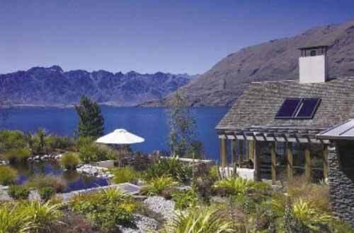 极具建筑特色的玛塔考瑞精品度假村与周围美丽的高山环境形成完美而和谐的统一