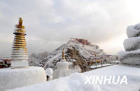 布达拉宫雪景 图片:新华网