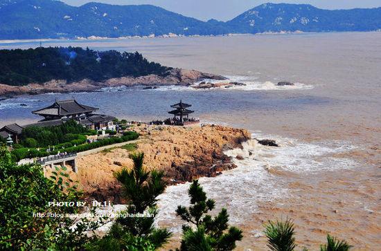 普陀山,是我国四大佛教名山中唯一坐落在海上的佛教胜地