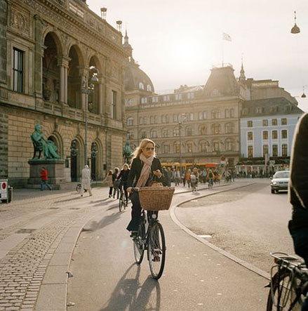 是否可以在宽敞的自行车道上骑车去附近的公园?据说这是衡量一个城市幸福指数的一项指标。