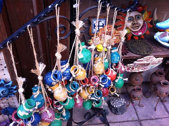 圣地亚哥老城市场里的手工艺品