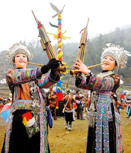 广西融水大苗山坡会,苗族姑娘盛装庆新春。  张爱林 摄