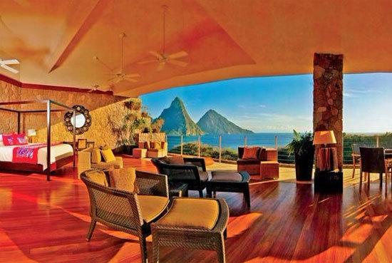 从酒店内眺望圣卢西亚岛上的Piton双子峰
