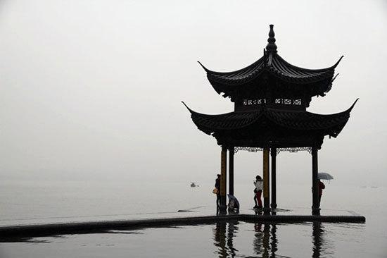新浪旅游配图:雨中西湖 摄影:藩多拉的希望