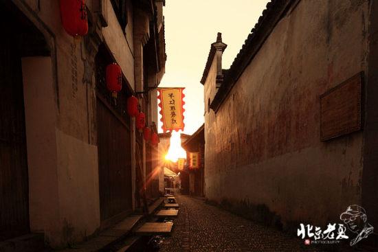 夕阳下的古巷