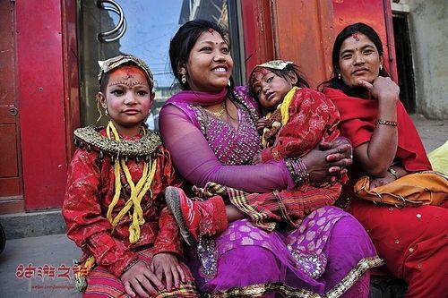 尼泊尔奇特民俗:尼瓦尔女人和她的三个男人