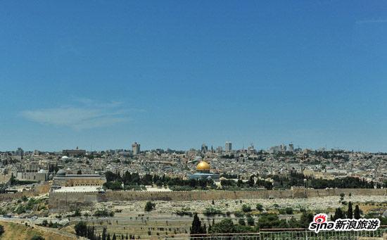 站在橄榄山上看到的古城和清真寺的金顶