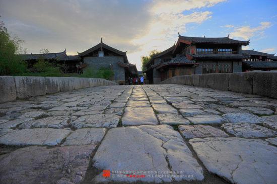 束河古镇,光滑的石板路