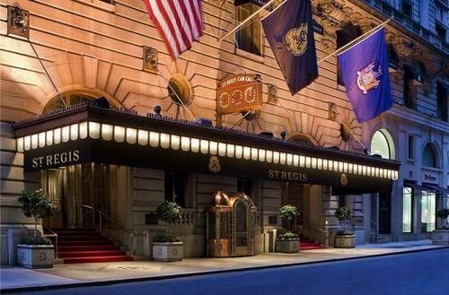 纽约瑞吉酒店位于曼哈顿中心第5大道与55街交汇的路口