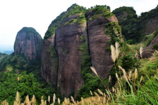 典型到家丹霞地貌白石山 图片来源:独行侠H 新浪博客
