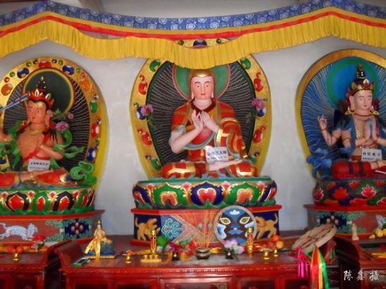 寺内供奉的宗喀巴大师(1357―1419)藏传佛教格鲁派(黄教)的创立者、佛教理论家