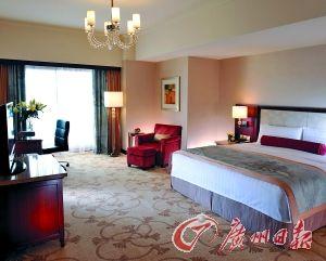 酒店豪华套房的卧室