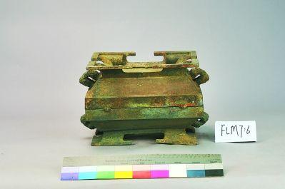 龙城遗址古墓群出土的文物(资料图片)