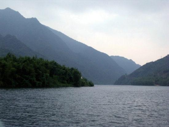 蜿蜒南下而荡气回肠的桂江中段 图片来源:白鹤茶室 新浪博客