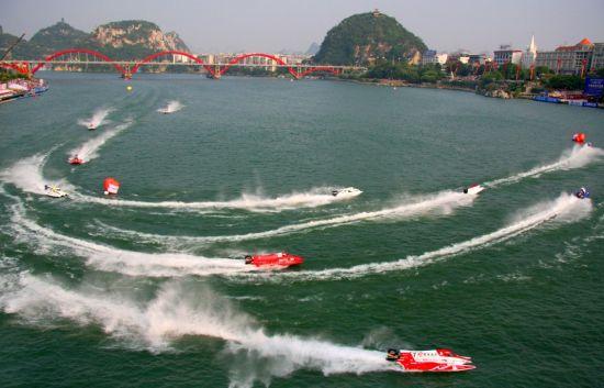 往届柳州国际水上狂欢节盛况(图/柳州市旅游局)