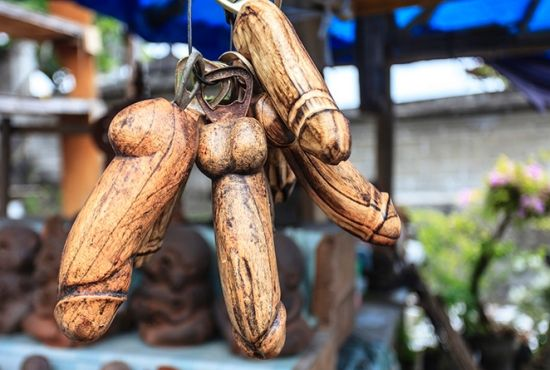 巴厘岛海神庙香火鼎盛 景致优雅绝伦