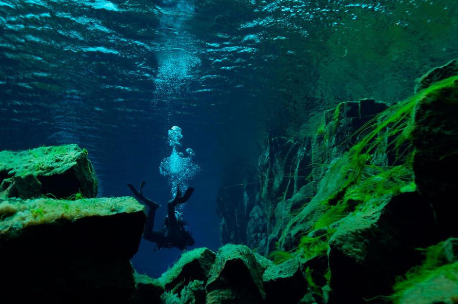 地球最美伤疤 冰岛大裂谷湖底美景