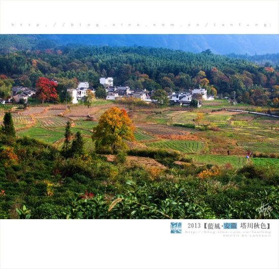 民居映在秋色中