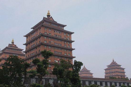 探访江阴华西村 感受天下第一村的魅力