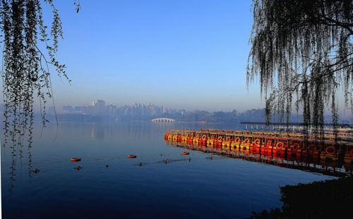 水上公园里明媚的阳光(来源:新浪天津旅游)