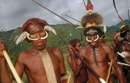 吃人肉是信仰 一起来探秘非洲食人族