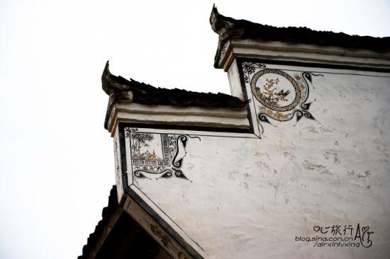 民居屋檐下的绘图