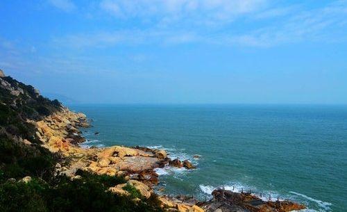 请问汕头南澳岛的南澳县海滨路那边的沙滩跟青澳湾沙滩有啥不同?