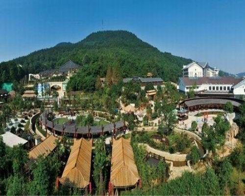 配套设施:   度假村还建有大型生态停车场,可同时容纳500辆轿车