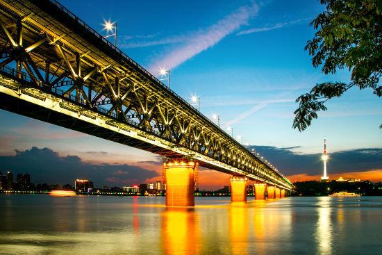 新浪旅游配图:长江大桥 图片来自:楚君2006