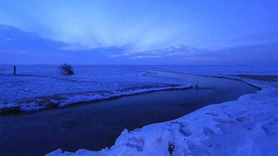 新浪旅游配图:那条永不封冻的河流 图片来源:@密山发布