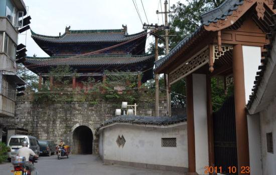 东镇门 图:新浪博主/黄老汉的自留地
